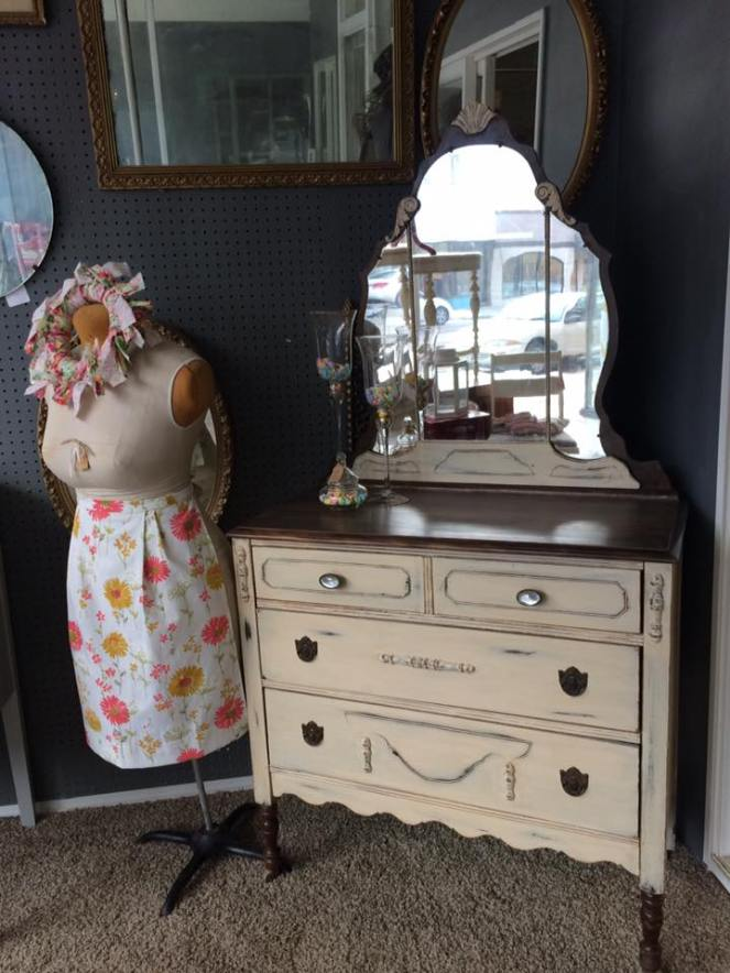 dresser-with-dressform