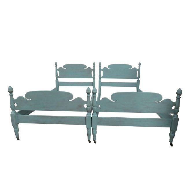 twin-vintage-beds