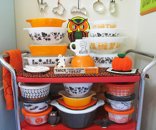pyrex halloween colors display
